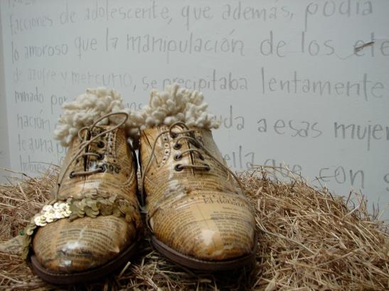 Zapatos de pasarela expuestos